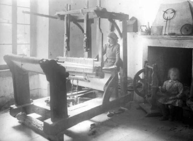 I lavori dell'Inverno: la tessitura.