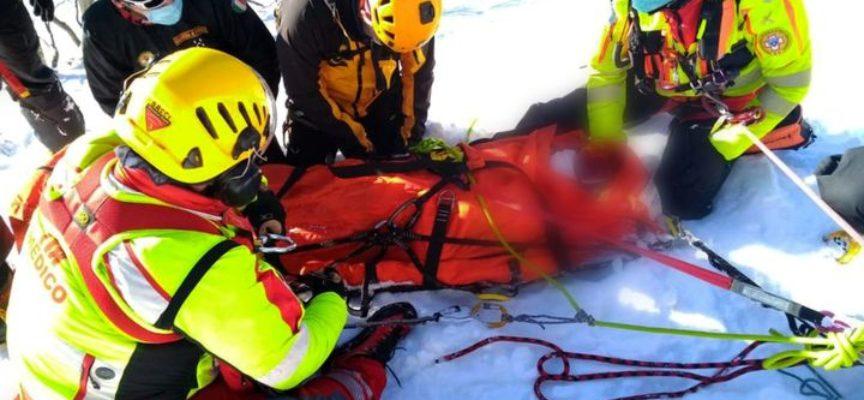 Si è svolto nel pomeriggio di ieri l'intervento che ha coinvolto il Soccorso Alpino Toscano nel recupero di uno snowboarder ferito.