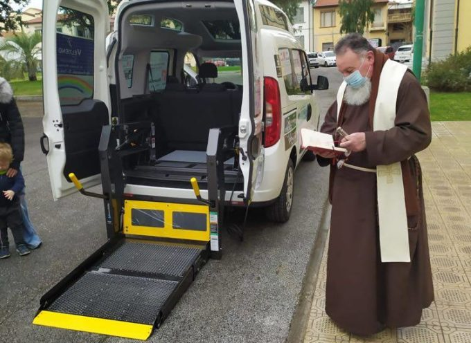 A Forte dei Marmi arriva un nuovo mezzo attrezzato per il trasporto delle persone diversamente abili