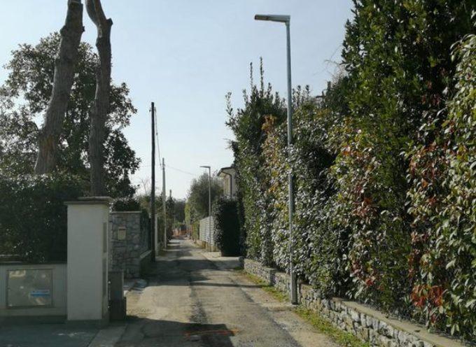 FORTE DEI MARMI – Lavori pubblici: in funzione i nuovi lampioni di Via Viner (tratto tra via Spitzer e via Huxley).