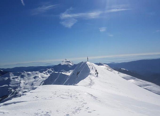 Escursione tra la neve sui crinali delle Apuane..
