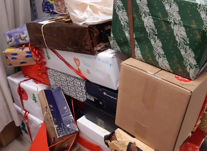 """Successo per l'evento solidale """"Il dono sospeso"""". Oltre quaranta le attività commerciali coinvolte. Una cinquantina le famiglie che hanno ricevuto i doni"""