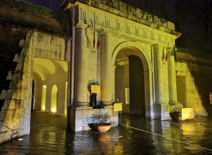 Il Comune di Lucca illumina di giallo Porta Elisa per Patrick Zaki