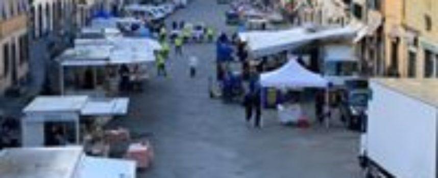 Il mercato alimentare, frutta e verdura a Pescia torna nella sede tradizionale