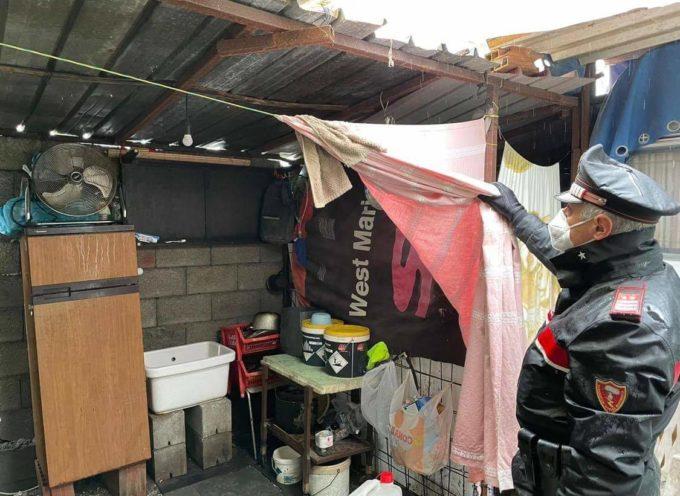 """Viareggio – Blitz di Carabinieri, Polizia Municipale e Asl in un terreno privato. Baracche e container abitate tipo """"favelas""""."""