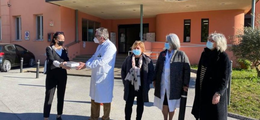 Donati alll'ospedale Santa Croce, 2 tablet