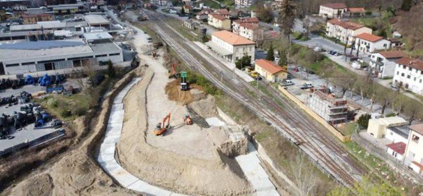 Procedono spediti, grazie anche alle favorevoli condizioni climatiche, i lavori di realizzazione del sovrappasso della linea ferroviaria