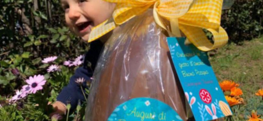 Lo chef stellato Cristoforo Trapani dona alle famiglie bisognose di Seravezza trenta uova artigianali da lui firmate.