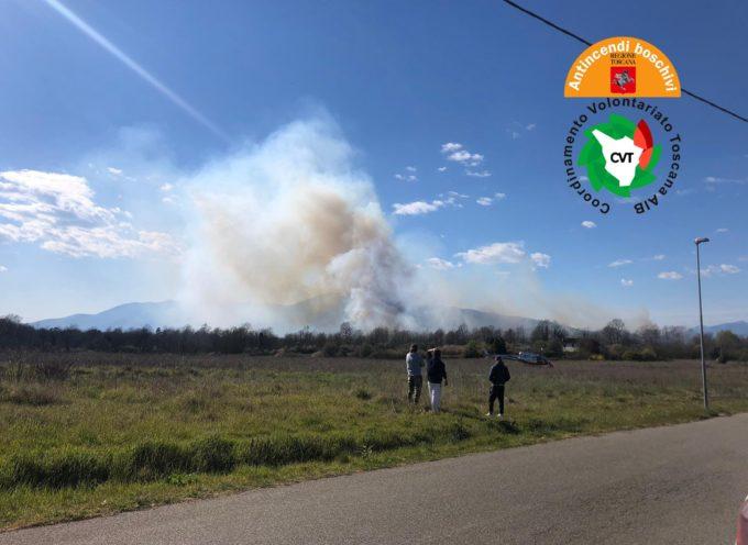 Incendio boschivo a Santa Maria a Monte (Pi). In azione anche due elicotteri regionali