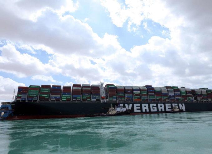Canale di Suez, liberata la nave Ever Given – Video