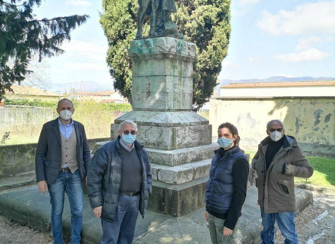 a San Pietro a Vico si restaura il monumento ai Caduti