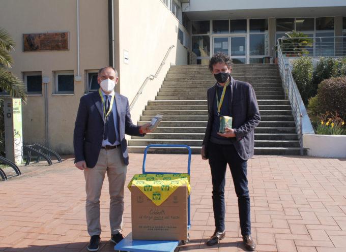 solidarietà di Coldiretti, donati al Comune di Capannorii pacchi 100% italiani per i poveri invisibili