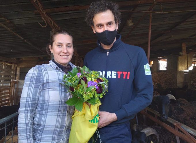 8 marzo: la giovane allevatrice laureata è la superdonna di Coldiretti, premiata con il bouquet di fiori locali