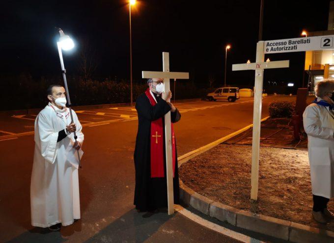 "Lucca: Via Crucis al ""San Luca"" presieduta dall'Arcivescovo Giulietti"