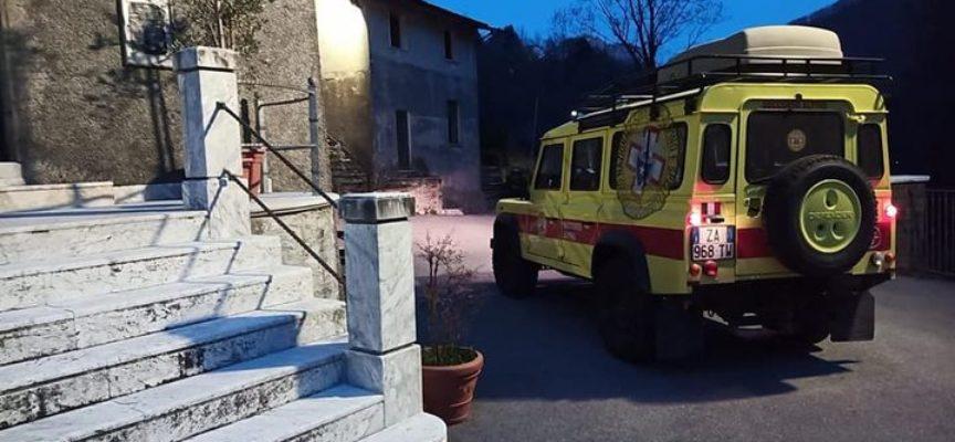In via di conclusione l'intervento della stazione di Querceta, attivata per due escursionisti in difficoltà in fase di discesa dal monte Fiocca.
