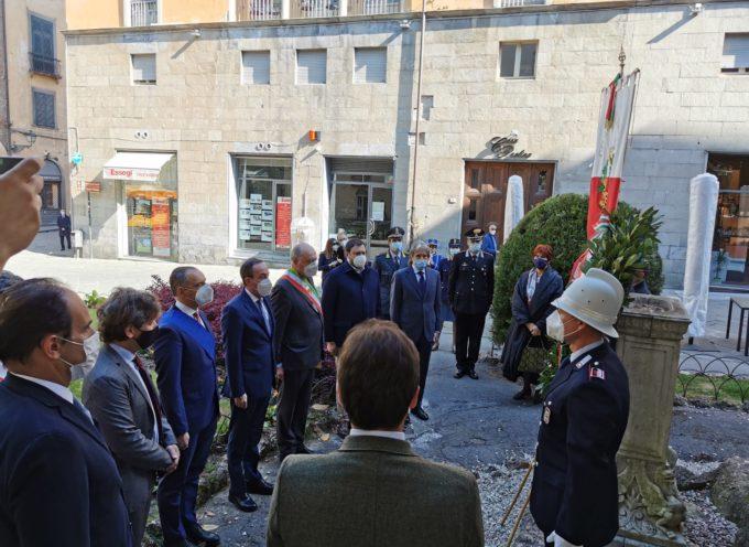 25 Aprile – Prefetto, presidente della Provincia e sindaco di Lucca hanno deposto una corona in piazza XX Settembre
