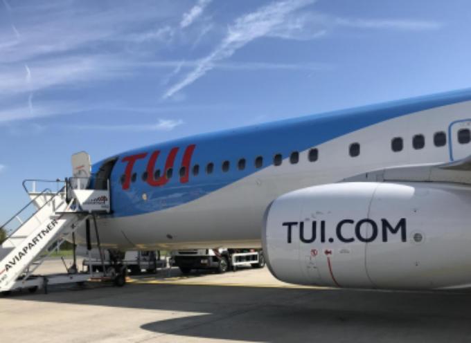 Scontro aereo-camion a Bruxelles. Boeing 737 urta con l'ala un veicolo antighiaccio allo scalo belga seminando il caos nel terminal