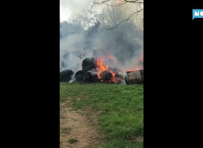 Incendio di rotoballe a Pieve Fosciana