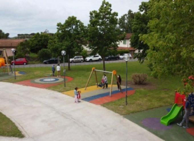 festa grande con le famiglie all'Africa per il nuovo parco giochi