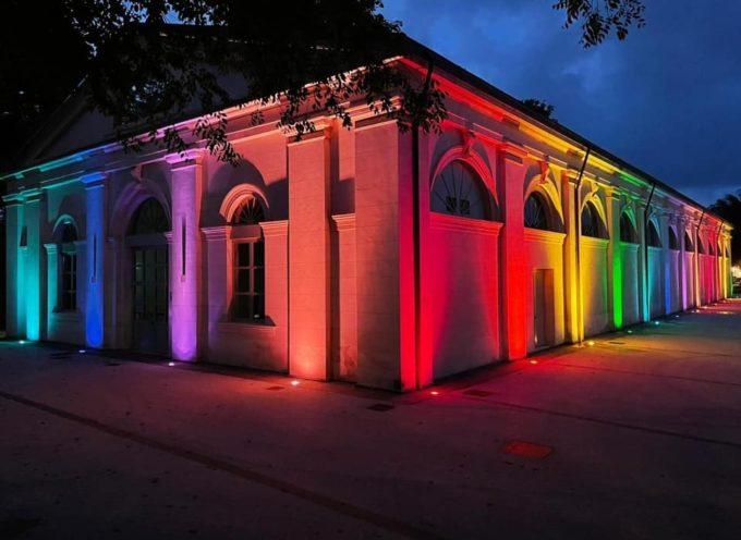 Anche Lucca si tinge di arcobaleno in occasione del 17 maggio,