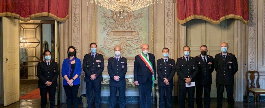 encomio del sindaco a sei agenti, due ispettori e al Comandante della Polizia municipale