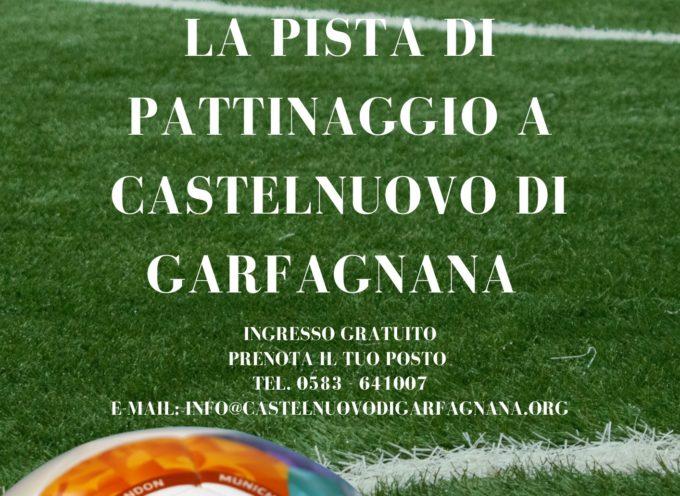 maxi schermo presso la pista di pattinaggio di Castelnuovo di Garfagnana per la proiezione delle partite della Nazionale.