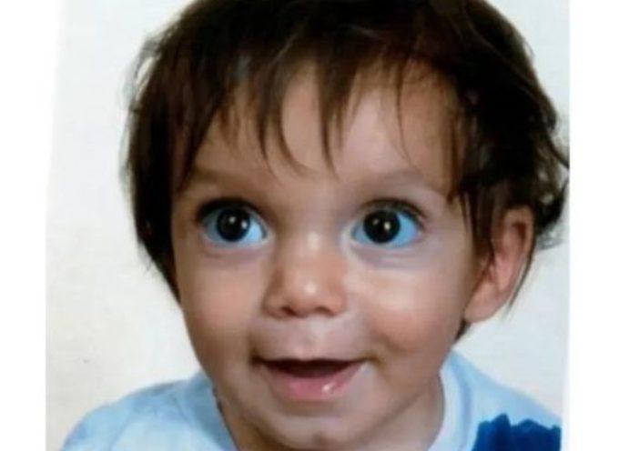 la fotografia diffusa dalla Prefettura di Firenze del bambino di 21 mesi, Nicola, che risulta scomparso