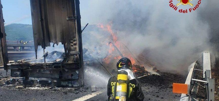 Incendio coinvolge due mezzi sulla A1 a Firenze, risulta esserci una persona ustionata