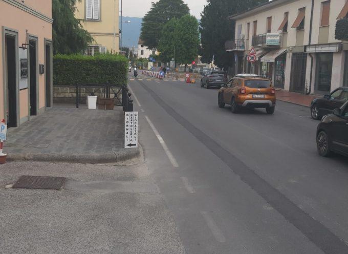 """Lavori centro storico Capannori, Fdi: """"Troppi posti auto cancellati. I cordoli alti sono deleteri per le ruote delle vetture"""""""