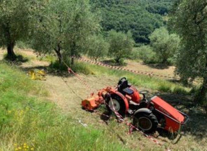 muore schiacciato dal trattore mentre lavora in un campo