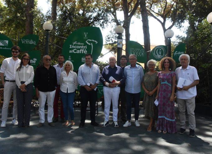 Tutta l'Italia si incontra al Caffè della Versiliana, a Marina di Pietrasanta