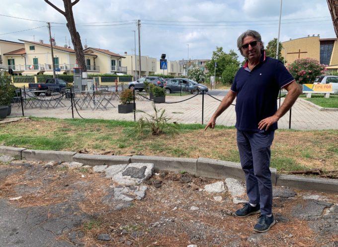Dondolini FDI – Piazza Giuseppe Murri in condizioni disastrose