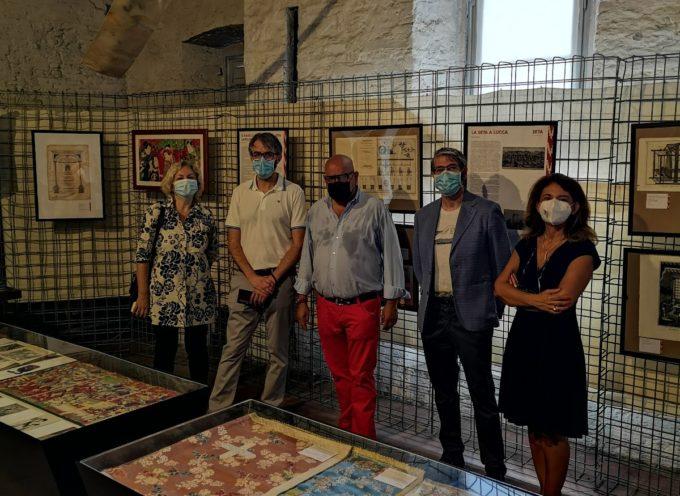 """Successo per la mostra """"Seta – storia, arte, economia"""" prorogata fino a domenica 8 agosto"""
