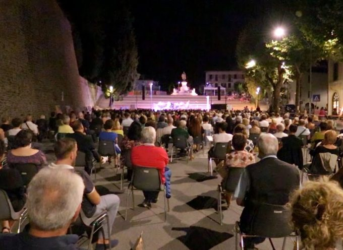 Sold-out a Barga per Toni Servillo che recita Pascoli (e Dante)