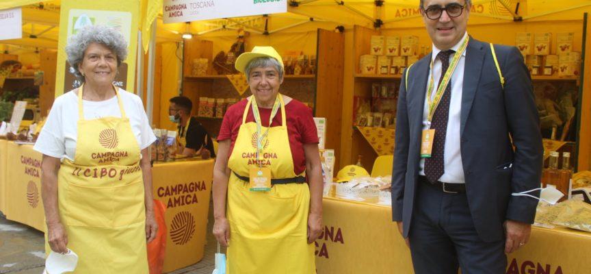 il nostro G20 dell'agricoltura con formaggi vaccini della piana, la frutta disidratata biologica della Garfagnana