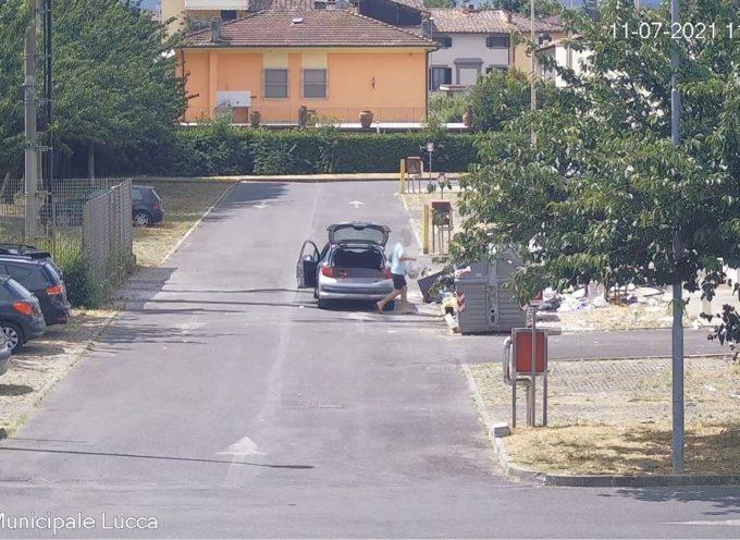 Fototrappola a San Vito: 20 sanzioni e quasi 14mila euro di multe per abbandono rifiuti nella zona commerciale