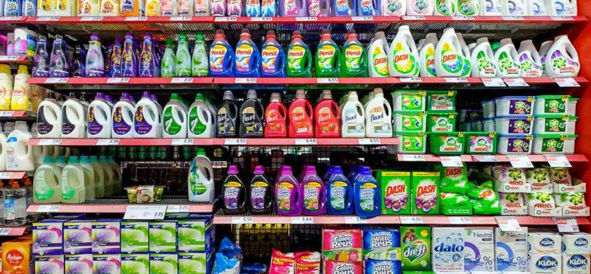 Detersivi in polvere per il bucato: quanto sono biodegradabili? Le marche migliori e peggiori secondo il test svizzero