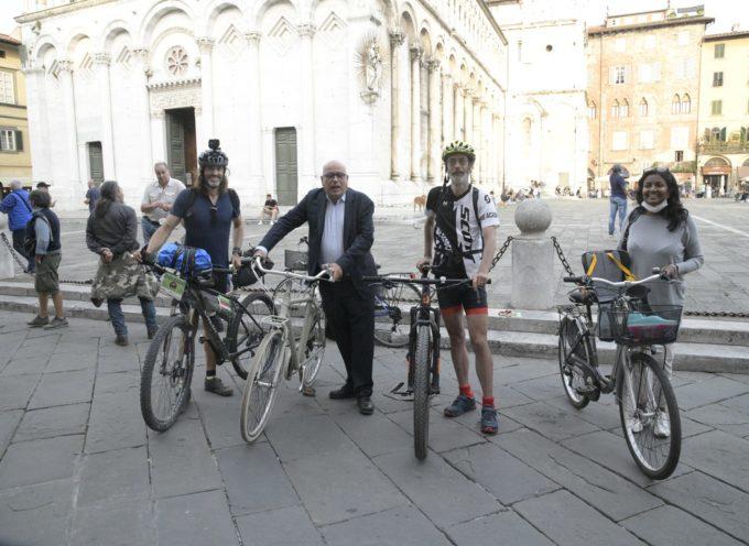 Accolta ieri (27 settembre) in piazza San Michele la staffetta dei Parents e Fridays for Future Italia