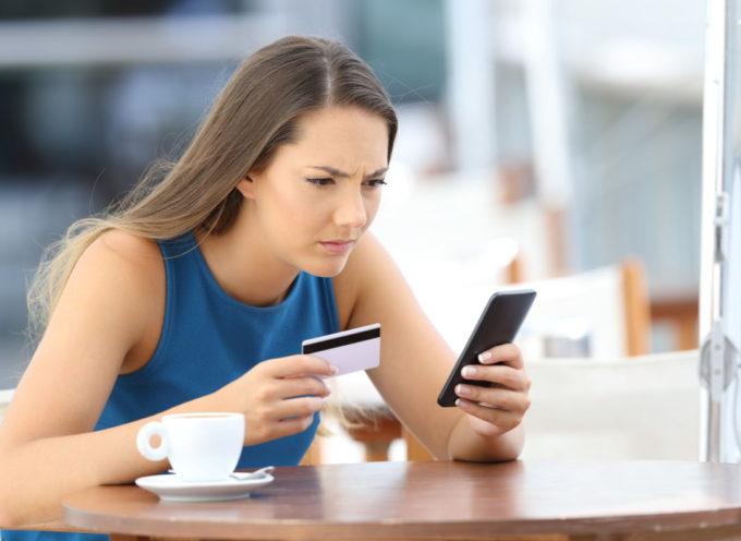 Bastano 20 minuti per svuotare un conto corrente bancario: come funziona la nuova truffa del finto SMS