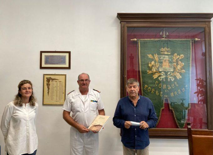 il Sindaco Bruno Murzi, insieme al Vicesindaco e assessore al demanio Graziella Polacci, ha incontrato e dato il benvenuto al nuovo Comandante dell'Ufficio Locale Marittimo di Forte dei Marmi