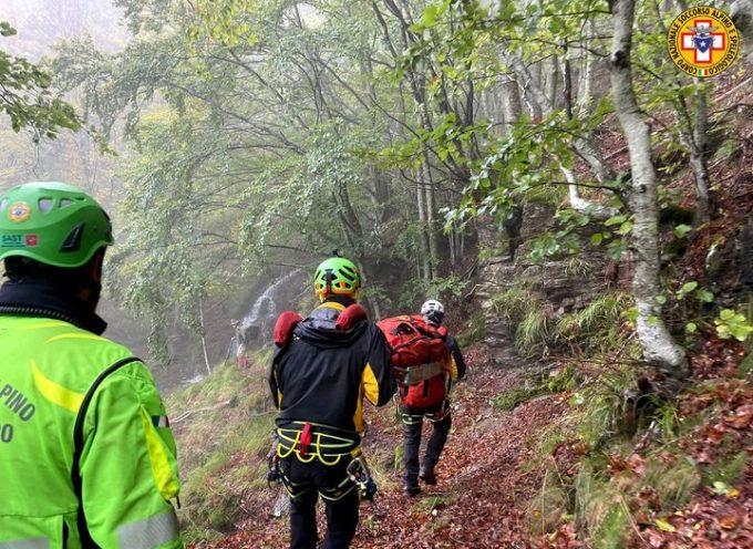 Altro intervento di non facile risoluzione per i tecnici del Soccorso Alpino Toscano, attivati stamani per un cercatore di funghi sulla montagna pistoiese