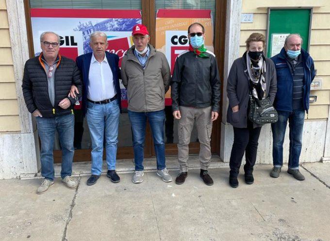 MARCO REMASCHI –  sono andato a Fornaci di Barga, davanti alla sede della Cgil, per dare tutta la mia solidarietà al sindacato