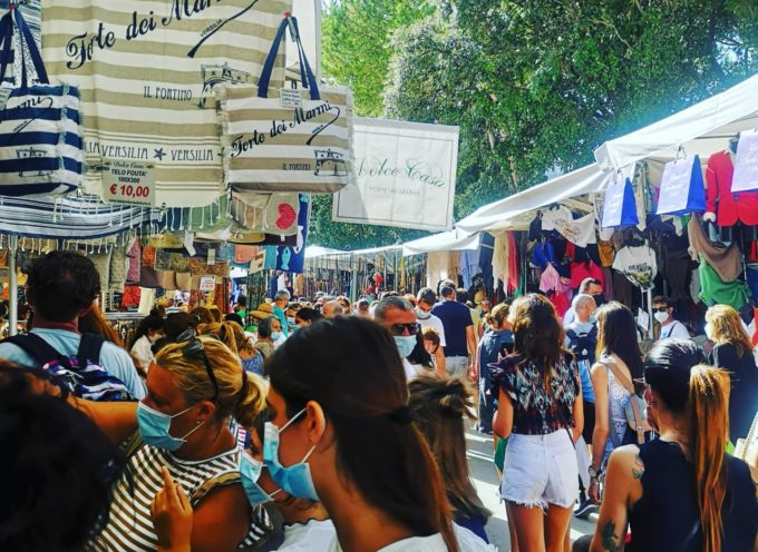 Il mercato domenicale di Forte dei Marmi recupera due giornate perse durante l'emergenza Covid-19