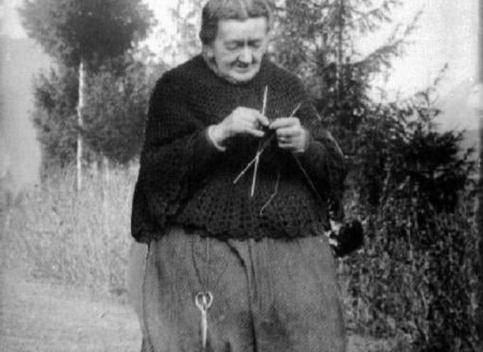 La mantellina di lana della nonna.
