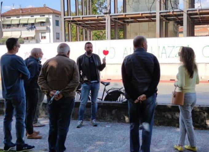 Fabio Barsanti (Difendere Lucca) in visita a San Concordio: