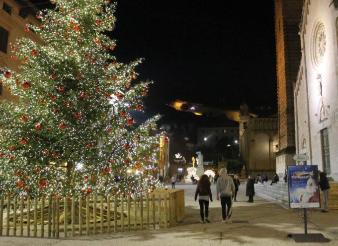 Natale: luminarie accese già dal 26 novembre, mercati a tema nel Giardino della Lumaca