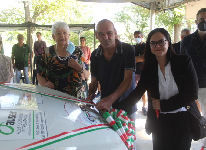 un nuovo mezzo per il trasporto degli anziani e dei disabili, consegnato all'Auser il nuovo Fiat Doblò
