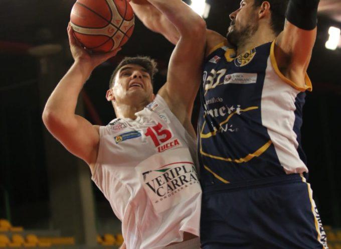 Quintetti schierati e palla lanciata in aria – Basketball Club Lucca – ABCCastelfiorentino