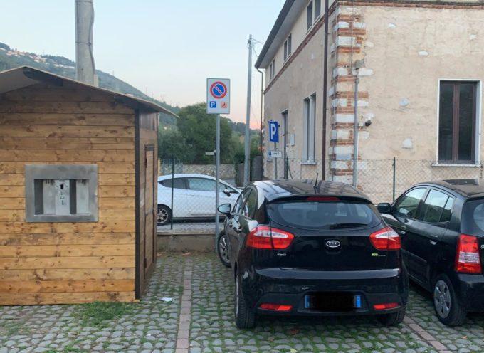 la casetta dell'acqua di Pozzi non ha sacrificato alcun posto auto per disabili