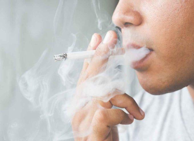 Sembra impossibile, ma una sigaretta accesa 8 minuti inquina 15 volte più di un'automobile Diesel Euro 3